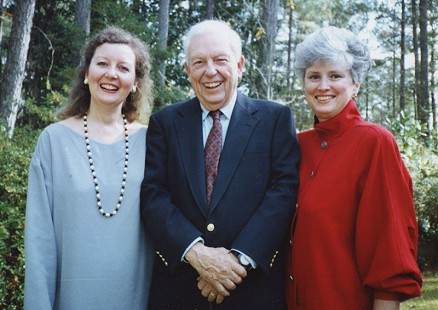 Archie Monroe with his daughter, Sarah Jones, and his daughter-in-law, Nancy Monroe; Magnolia, Arkansas, 2005 © Pryor Center for Arkansas Oral and Visual History, University of Arkansas