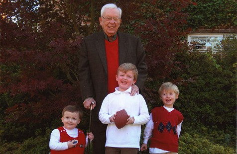 Archie Monroe with his grandchildren © Pryor Center for Arkansas Oral and Visual History, University of Arkansas