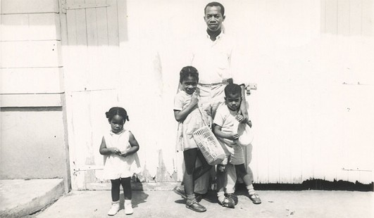 Gordon Morgan with his three children, Marian, Marsha, and Bryan © Pryor Center for Arkansas Oral and Visual History, University of Arkansas