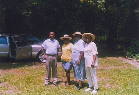 Gordon Morgan with his sister, Geraldine Smith, cousin, and sister, Bobbie Duberry. © Pryor Center for Arkansas Oral and Visual History, University of Arkansas