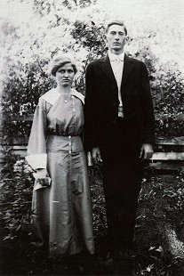 Dale Nicholson's maternal grandparents, Sarah Belle Leona Coon Mitchell and Almond Haygood Mitchell  © Pryor Center for Arkansas Oral and Visual History, University of Arkansas