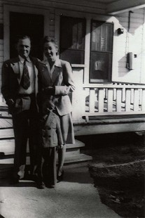 Dale Nicholson with his parents, William Cecil Nicholson and Rachel Mitchell Nicholson; Warren, Arkansas, ca. 1943 © Pryor Center for Arkansas Oral and Visual History, University of Arkansas