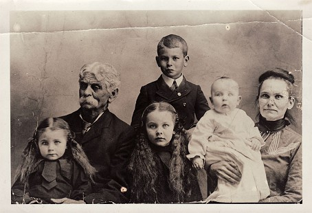 "Peggy Murphy Parks's father, Eugene Murphy (standing), with his parents, Marion and Martha Murphy, and siblings (left to right), Clara ""TZ,"" Nell, and Joe © Pryor Center for Arkansas Oral and Visual History, University of Arkansas"