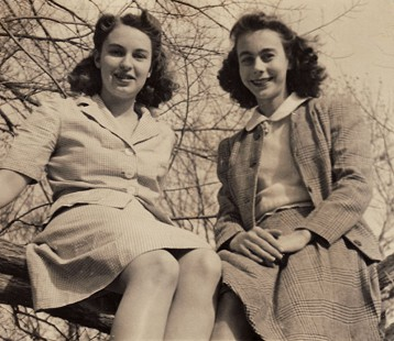 Peggy Murphy (Parks) and her sister, Mary (left) © Pryor Center for Arkansas Oral and Visual History, University of Arkansas