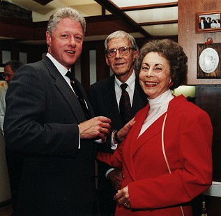 Peggy Parks with her husband, Donald (center), and President Bill Clinton, 1998 © Pryor Center for Arkansas Oral and Visual History, University of Arkansas