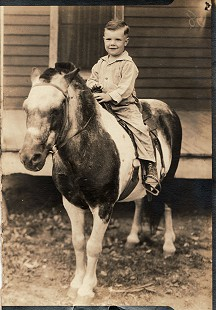 Sonny Payne as a young boy on a pony © Pryor Center for Arkansas Oral and Visual History, University of Arkansas