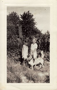 Sonny Payne as a young boy (right) with his brother, Troy (left), and his dog, Ponte  © Pryor Center for Arkansas Oral and Visual History, University of Arkansas