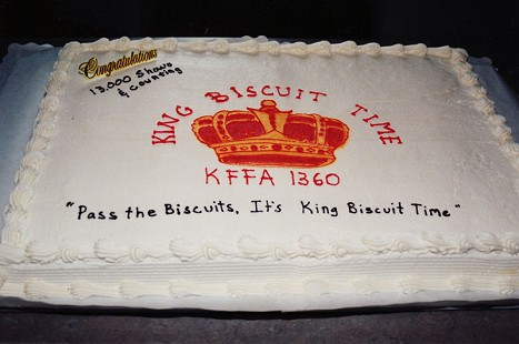 King Biscuit Time 13,000 shows cake © Pryor Center for Arkansas Oral and Visual History, University of Arkansas