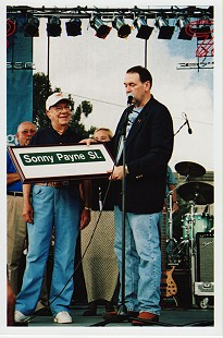 Mike Huckabee presents street sign to Sonny Payne © Pryor Center for Arkansas Oral and Visual History, University of Arkansas
