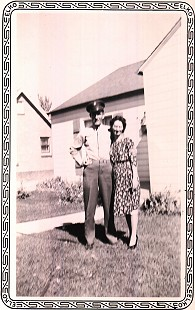 Doyle Rogers with his aunt, Elizabeth Rogers; Amarillo, Texas, 1944 © Pryor Center for Arkansas Oral and Visual History, University of Arkansas