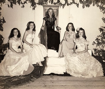 Clyde Scott's future wife, Leslie Hampton (center), Miss Arkansas, 1945 © Pryor Center for Arkansas Oral and Visual History, University of Arkansas