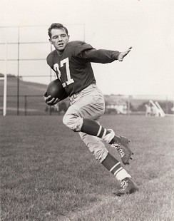 Clyde Scott's NFL publicity photo as halfback for the Philadelphia Eagles, 1949–1952 © Pryor Center for Arkansas Oral and Visual History, University of Arkansas