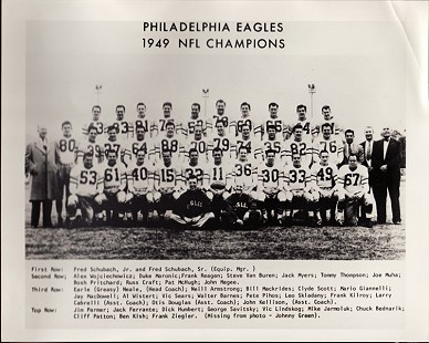 Clyde Scott (third row, fourth from left) with the Philadelphia Eagles, NFL Champions, 1949 © Pryor Center for Arkansas Oral and Visual History, University of Arkansas