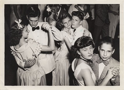 Curtis Shipley and Ann Williams (couple on left) with Jo Layne Thorwarth and Frankie Dyke (center), and Carol Sue Perry and David Conley (right) at a dance at the Ward Hotel; Fort Smith, Arkansas, 1946 © Pryor Center for Arkansas Oral and Visual History, University of Arkansas