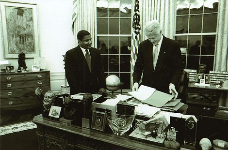 Rodney Slater with President Bill Clinton in the Oval Office © Pryor Center for Arkansas Oral and Visual History, University of Arkansas