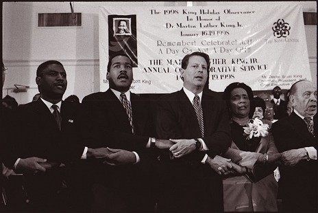 Rodney Slater (left), Dexter Scott King, Vice President Al Gore, and Coretta Scott King on Martin Luther King Jr. Day, 1998 © Pryor Center for Arkansas Oral and Visual History, University of Arkansas