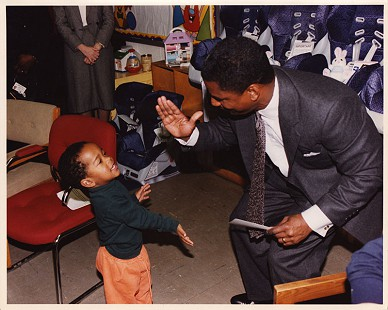 Rodney Slater with a young boy in school © Pryor Center for Arkansas Oral and Visual History, University of Arkansas