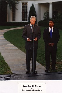 Rodney Slater with President Bill Clinton in front of the White House © Pryor Center for Arkansas Oral and Visual History, University of Arkansas