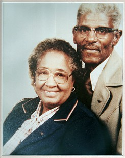 Carolyn Smith-Williams's parents, Dora Doris Louise (Williams) Smith and Carl Lee Smith Sr.  © Pryor Center for Arkansas Oral and Visual History, University of Arkansas