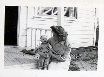 Vic Snyder with his aunt © Pryor Center for Arkansas Oral and Visual History, University of Arkansas