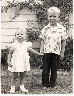 Vic Snyder with his sister, Karen © Pryor Center for Arkansas Oral and Visual History, University of Arkansas