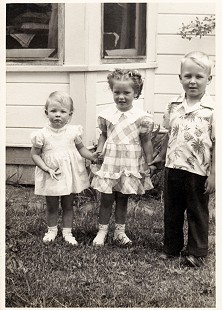 Vic Snyder with his sister, Karen (left), and their cousin © Pryor Center for Arkansas Oral and Visual History, University of Arkansas