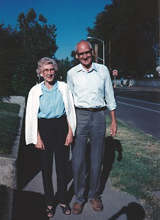 Vic Snyder's mother, Marjorie, with his uncle, Charles Bloomingcamp, September 1990 © Pryor Center for Arkansas Oral and Visual History, University of Arkansas