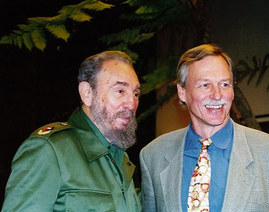 Vic Snyder (right) with Fidel Castro © Pryor Center for Arkansas Oral and Visual History, University of Arkansas