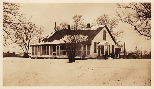 Home of David Solomon's maternal grandparents, Louis and Hannah Elkas, in Leota Landing, Mississippi © Pryor Center for Arkansas Oral and Visual History, University of Arkansas