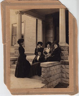 David Solomon's mother, Pauline, (top step, on left) with her sisters-in-law, Addie and Jennie (to her left); Retta (bottom step); and Sophie (standing) © Pryor Center for Arkansas Oral and Visual History, University of Arkansas