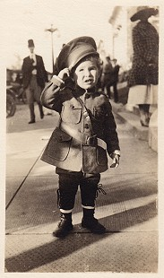 David Solomon as a child dressed in a World War I uniform © Pryor Center for Arkansas Oral and Visual History, University of Arkansas