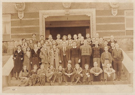 David Solomon (1st row standing, 2nd from right), Helena High School graduating class photo, 1932 © Pryor Center for Arkansas Oral and Visual History, University of Arkansas