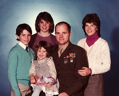 Marty and Cindy Steele with their children, David, Diane, and Deborah (seated), ca. 1980s © Pryor Center for Arkansas Oral and Visual History, University of Arkansas