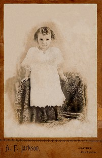 Dorothy Stuck's mother, Mimi Steward, age 3; Gravette, Arkansas, 1897 © Pryor Center for Arkansas Oral and Visual History, University of Arkansas