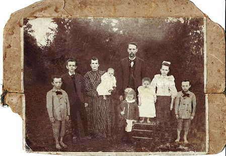Dorothy Davis Stuck's father, Floyd Davis, as a child with his parents, Martin Luther and Mollie, and siblings: (left to right) Floyd, Fletcher, Roy (infant), Ethel, Leven, Myrtle, and Hughes © Pryor Center for Arkansas Oral and Visual History, University of Arkansas
