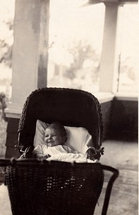 Dorothy Davis (Stuck) at 6 months, 1921 © Pryor Center for Arkansas Oral and Visual History, University of Arkansas