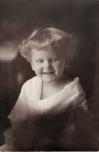 Dorothy Davis (Stuck) at age 2, 1923 © Pryor Center for Arkansas Oral and Visual History, University of Arkansas