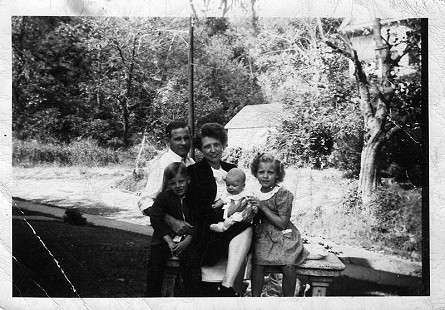 Barney and Louise Sugg with their children, B. Alan, Joe and Anne, 1944 © Pryor Center for Arkansas Oral and Visual History, University of Arkansas