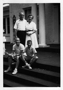 Barney and Louise Sugg with their sons, Joe and Jim, 1957 © Pryor Center for Arkansas Oral and Visual History, University of Arkansas