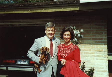 B. Alan and Jean Sugg with their daughter Katie's dog, Daisy, 1989 © Pryor Center for Arkansas Oral and Visual History, University of Arkansas