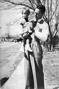 Jean Bussell (Sugg) and her father, Carl Bussell, 1941 © Pryor Center for Arkansas Oral and Visual History, University of Arkansas