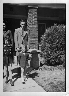 Carl and Virginia Bussell with their daughters, Ann and Jean, 1943 © Pryor Center for Arkansas Oral and Visual History, University of Arkansas