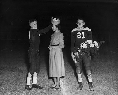 B. Alan Sugg crowns Jean Bussell (Sugg) the 9th-Grade Homecoming Queen; Helena, Arkansas © Pryor Center for Arkansas Oral and Visual History, University of Arkansas