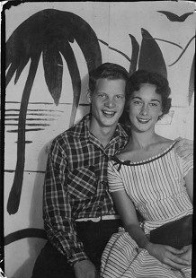 B. Alan Sugg and Jean Bussell (Sugg) at a carnival; Helena, Arkansas, 1954 © Pryor Center for Arkansas Oral and Visual History, University of Arkansas