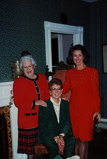 Virginia Simpson and her daughters, Ann Stone and Jean Sugg © Pryor Center for Arkansas Oral and Visual History, University of Arkansas