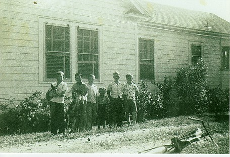 Left to rigth: Buddy Sutton, Homer Martinez, Tommy Britt, C. C. Booth, S. A. Westbrook, and Richard Bruner; Hope, Arkansas, 1943 © Pryor Center for Arkansas Oral and Visual History, University of Arkansas