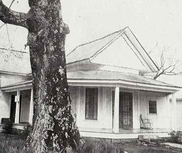 The Cora Pumphrey Benning house in Prattsville, Arkansas, ca. 1909; photographed in 1975 © Pryor Center for Arkansas Oral and Visual History, University of Arkansas