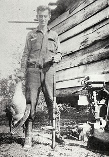 Albert Jennings Stephens hunting, 1928 © Pryor Center for Arkansas Oral and Visual History, University of Arkansas