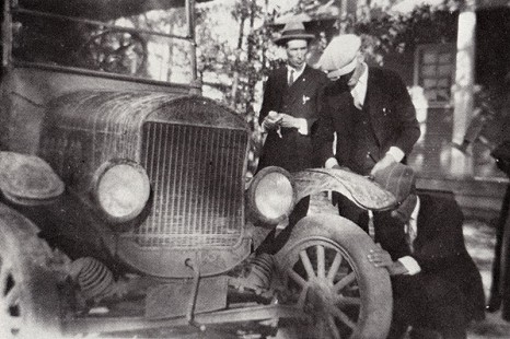 Friends inspecting Jack Stephens's Model T; Prattsville, Arkansas © Pryor Center for Arkansas Oral and Visual History, University of Arkansas