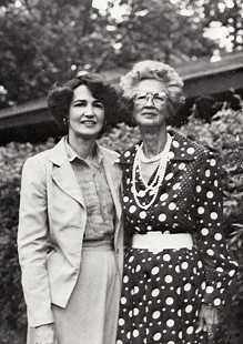 Nancy Lowe Baker and her mother, Lois Stephens Lowe © Pryor Center for Arkansas Oral and Visual History, University of Arkansas